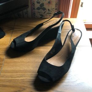 Sling back black shoe